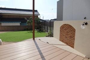 施工後 人工芝 デザインウォール 目隠しフェンス テラス屋根 カンナ物置