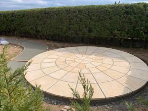 クレモナサークル テラス 自然石