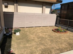 豆砂利洗出し 花壇 芝生 目隠しフェンス